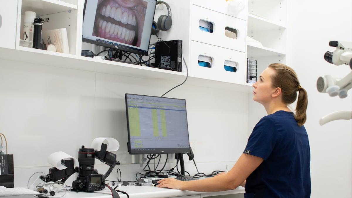 Dentist-image-ekaterina-pugina-computer-1200x675